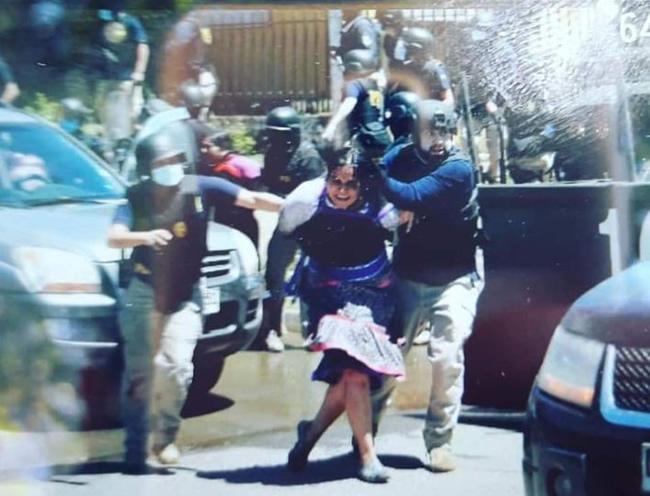 agresion pueblo mapuche, detención de Katherine Antin, viudad de Camilo Catrillanca