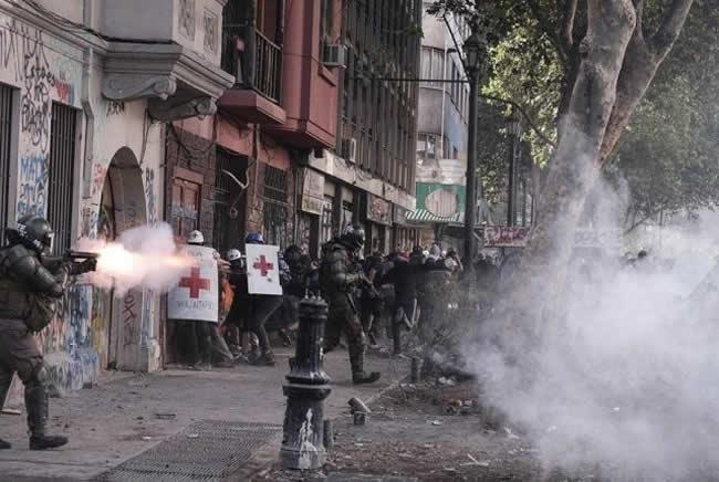 Mil Razones para Terminar con Carabineros de Chile