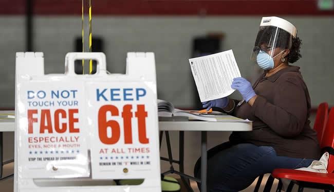 ¿Votar en el peor momento de la pandemia?: La evidencia disponible